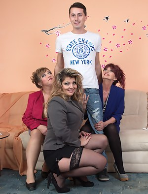 Best Mature Reverse Gangbang Porn Pictures