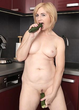 Best Mature Dildo Porn Pictures