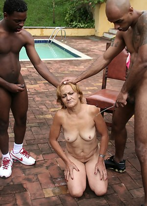 Best Mature Pool Porn Pictures