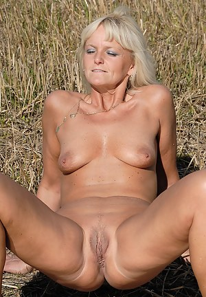 Best Mature Spreading Porn Pictures