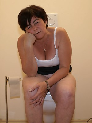 Best Mature Toilet Porn Pictures