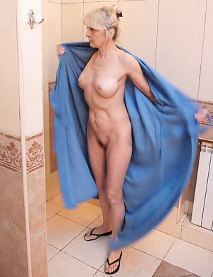 Best Mature Bathroom Porn Pictures